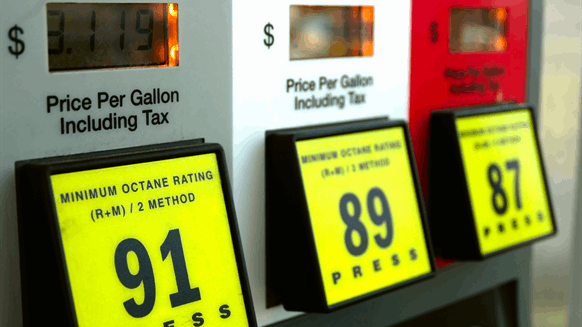 Report: Pricier Fuel Doesn't Drive Car-Buyers to Smaller Vehicles