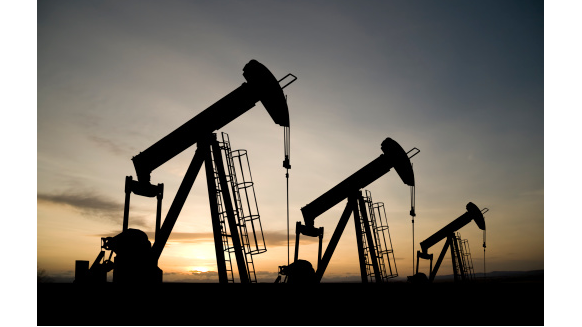 Examining the Rewards and Challenges of Modern Oil and Gas Jobs