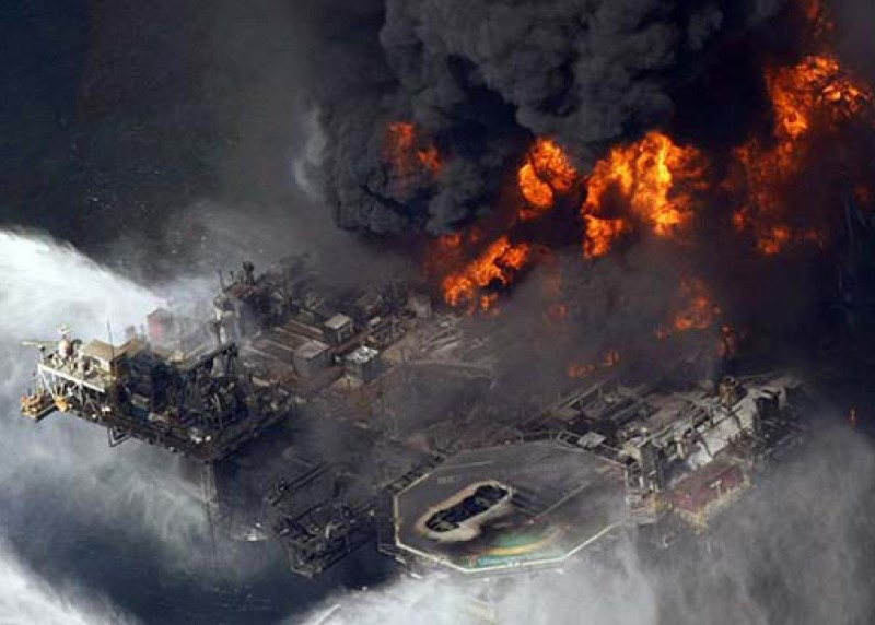 Deepwater Horizon Deck Burning on April 22