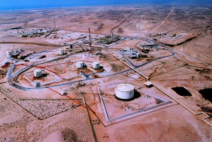 dukhan field The economy - oil and natural gas  the dukhan field extends south from dukhan along the west coast and has three oil reservoirs layered progressively.