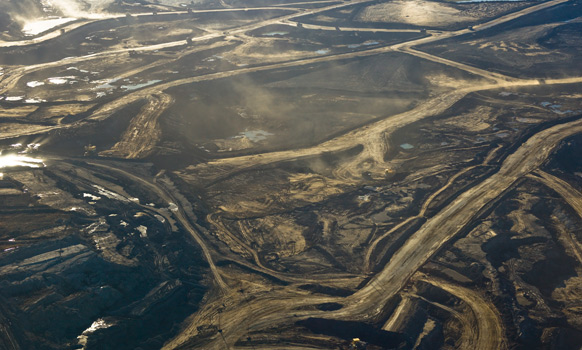 Oil-Sands Megaproject Era Wanes as Suncor to Imperial Scale Down