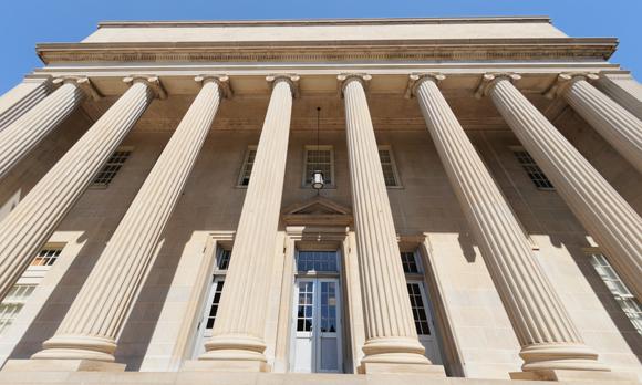 Senate Panel Passes Bill To Lift US Oil Export Ban, Future Uncertain