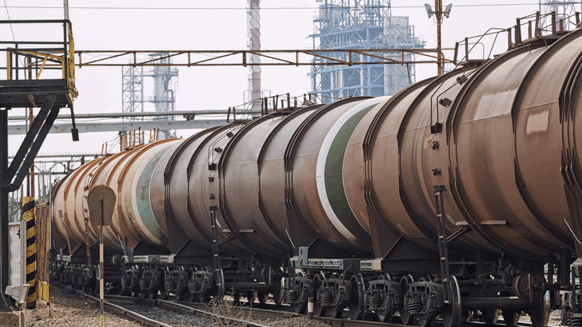 Traders Eyeing Rail Cars for Oil Storage | Rigzone