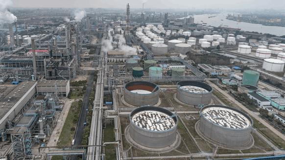 Oil Cuts Won't Ease Mideast Storage Crunch