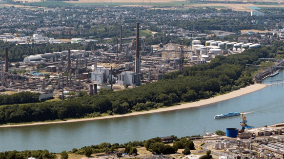 Shell to Deploy Pioneering Electrolysis Tech at German Refinery